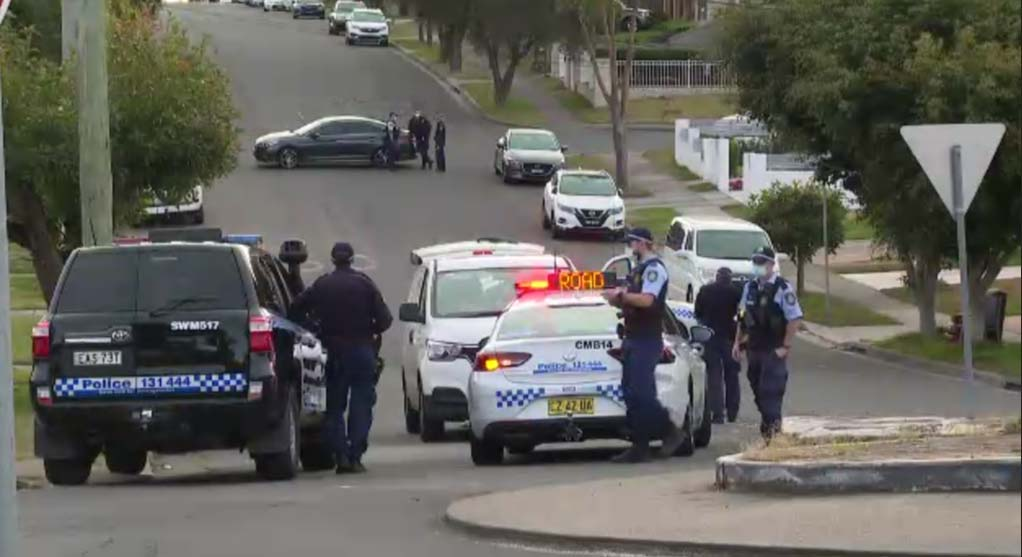 Police at the scene.Credit _7NEWS