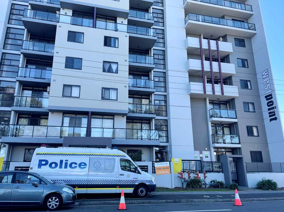 Some residents said they were shocked to find the apartment under lockdown.(ABC News Kamin Gock)