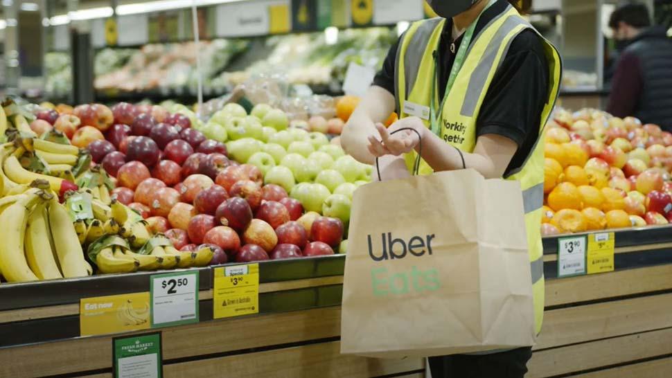 울월스(Woolworths)와 우버 이츠(Uber Eats), 시범 배달 서비스 시작 / Woolworths and Uber Eats have teamed up promising to deliver fresh groceries in an hour. (Supplied)