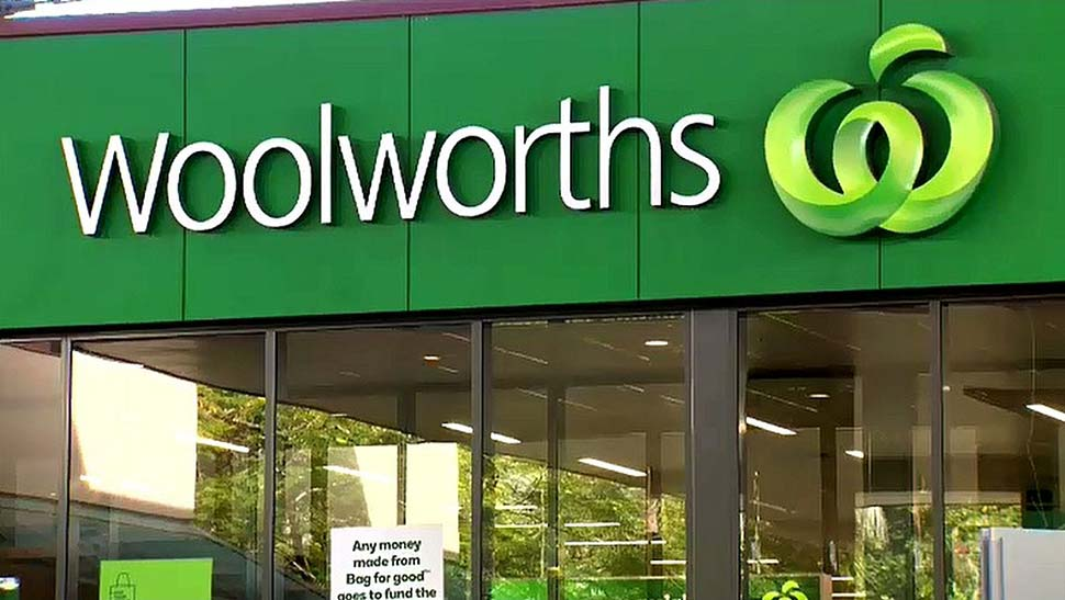 Woolworths is taking steps to ensure its workers are vaccinated. (Nine)
