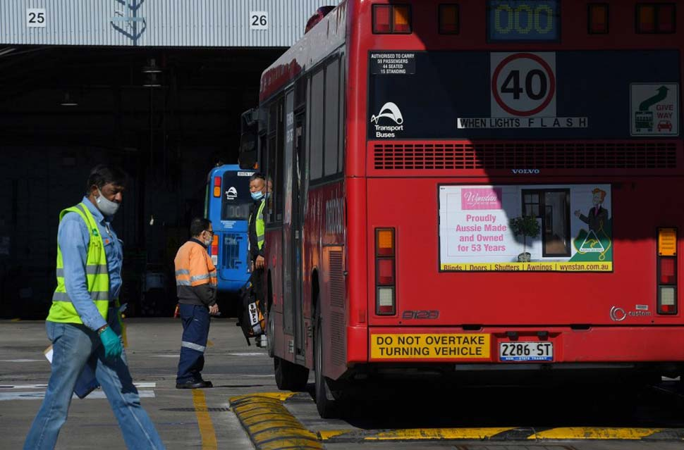 Close to 180 Sydney bus drivers say they will not return to work until the state government implements rapid antigen testing.CREDIT:KATE GERAGHTY