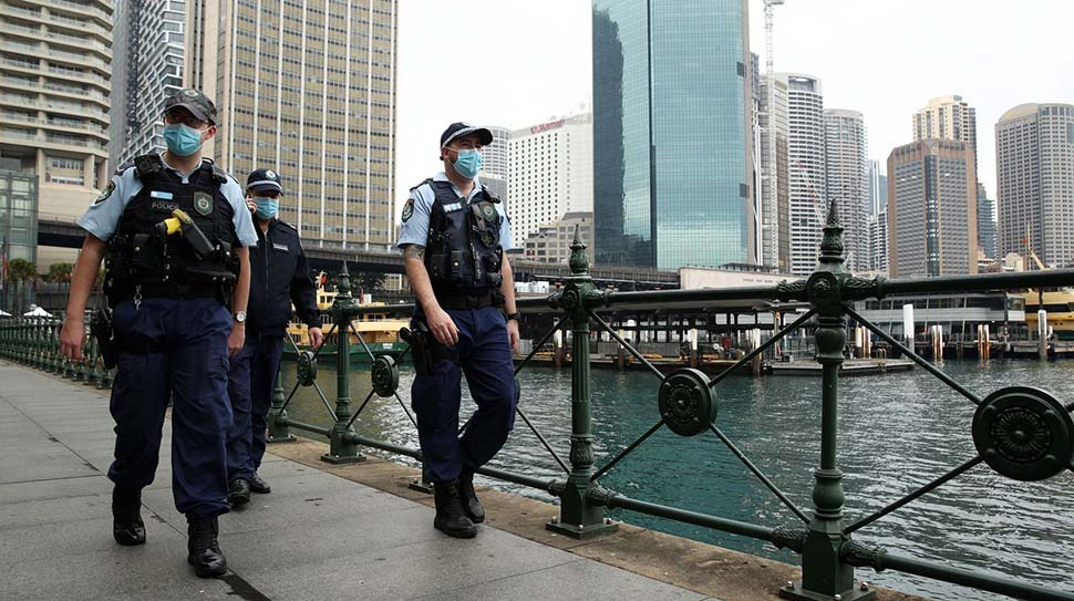 Additional police are patrolling city streets as part of a state-wide COVID-compliance operation. (Getty)