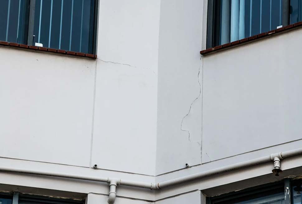 Earthquake damage to the Horizon Towers building at Hornsby. CREDITLOUISE KENNERLEY